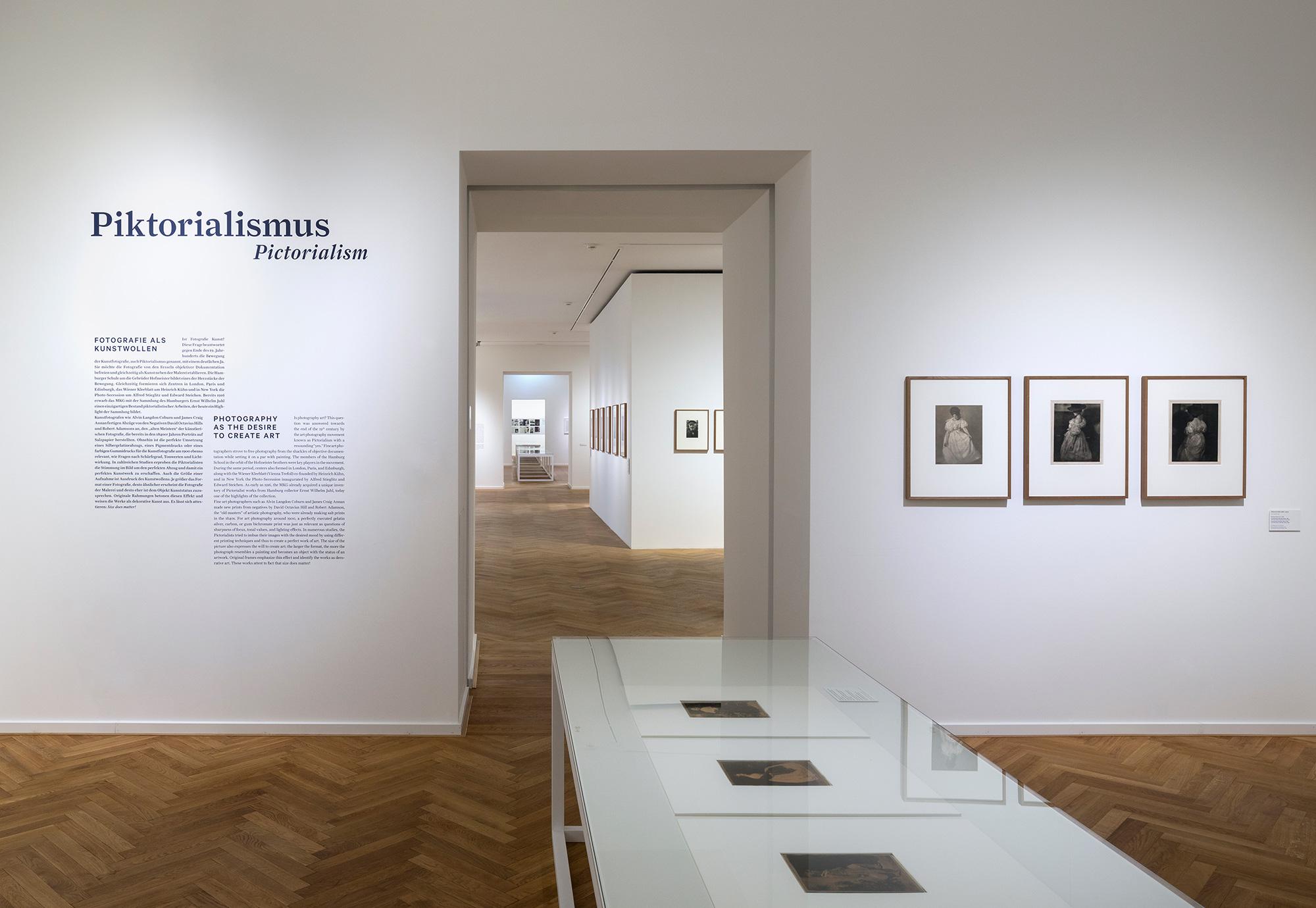 museum f r kunst und gewerbe hamburg lena mahr. Black Bedroom Furniture Sets. Home Design Ideas